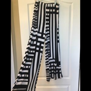 New Chico's black/white abstract flowing pant sz 1